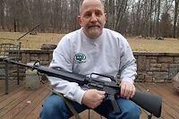 Scott Pappalardo ist ein amerikanischer Waffennarr, der sein AR-15 liebt. Und dennoch setzt er Prioritäten.
