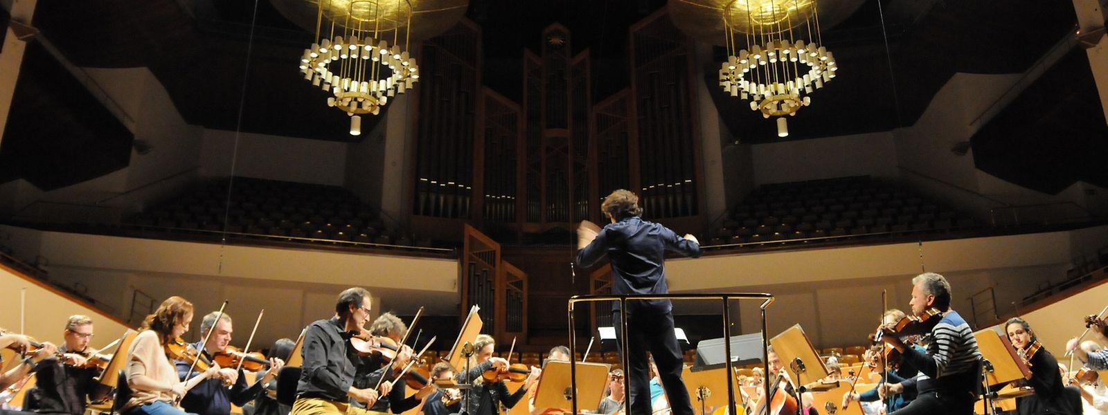 Gustavo Gimeno und das OPL proben im Auditorio Nacional de Música.