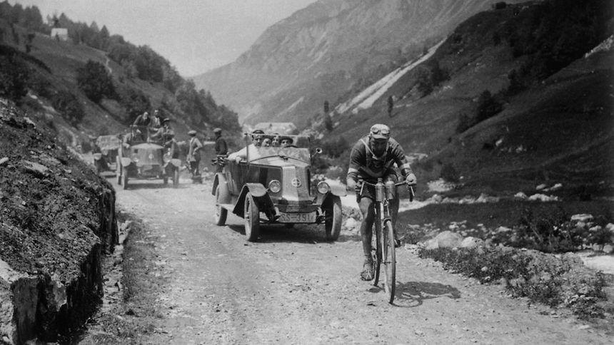 Nicolas Frantz machte den Gesamtsieg 1927 im Col du Tourmalet perfekt. Am Pyrenäenanstieg übernahm er die Führung, gewann die Etappe mit Ziel in Luchon und holte das Gelbe Trikot.