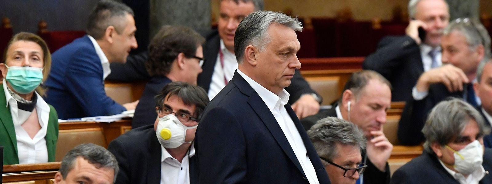Mit seinem Widerstand gegen den Finanzplan der EU verschärft Viktor Orbán die Brüsseler Krise.