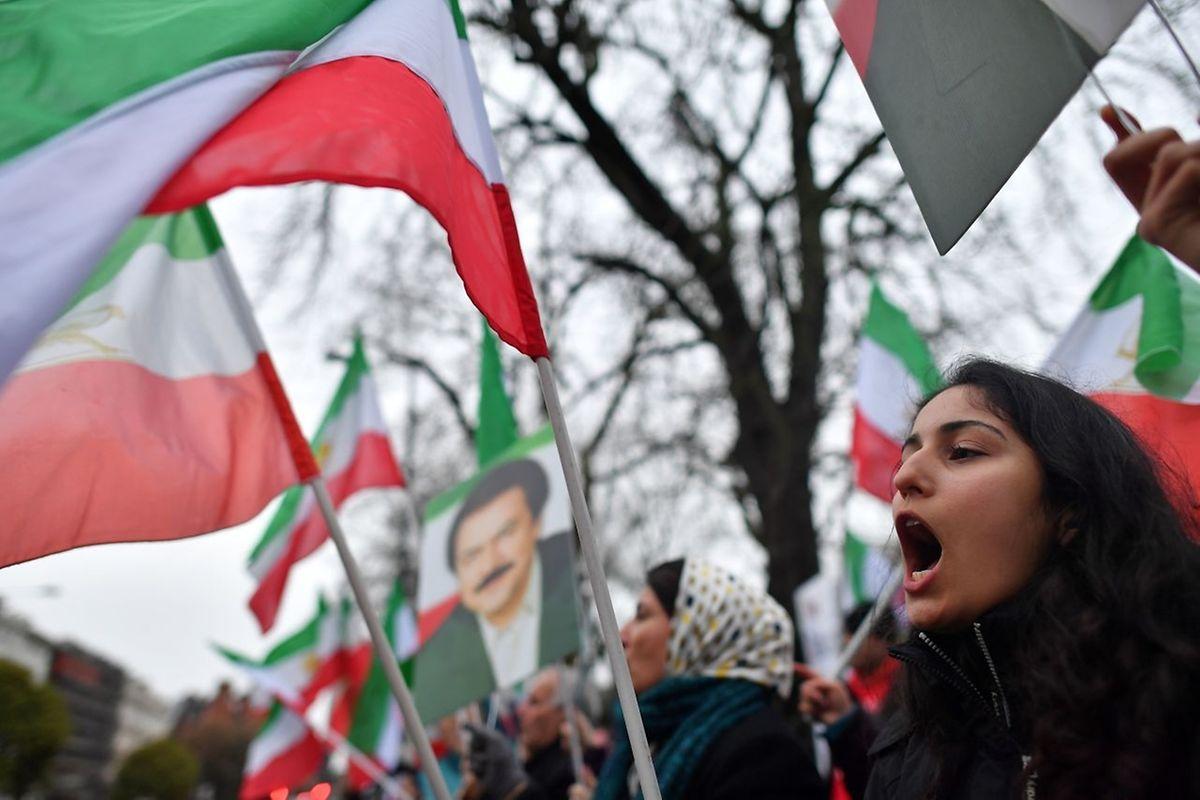 Demonstranten vor der iranischen Botschaft in London.