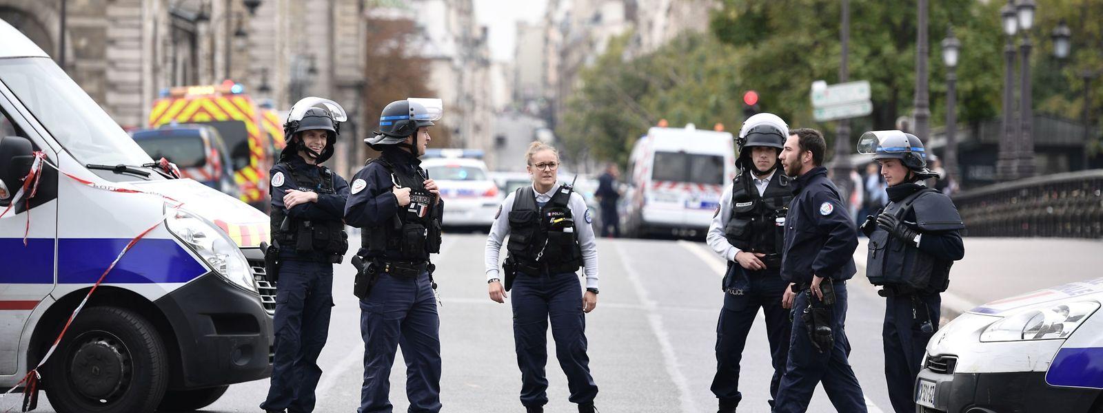 Die Umgebung der Polizeipräfektur von Paris wurde nach der Attacke abgeriegelt.