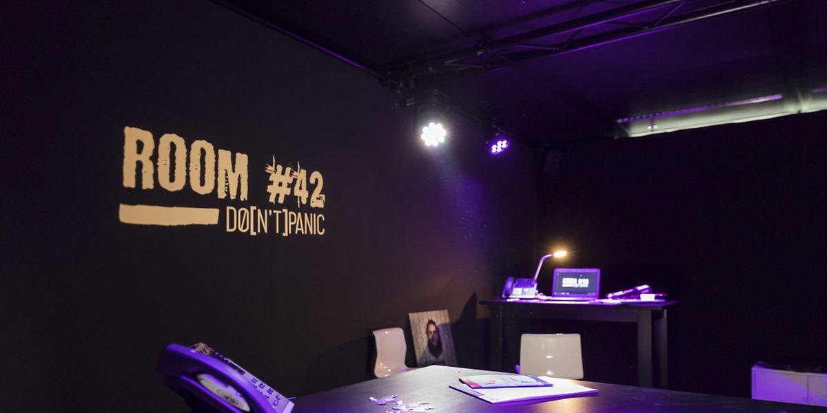 """Im """"Room 42"""" versetzen sich die Teilnehmer in realitätsnahen Cyerattacken-Szenarien."""