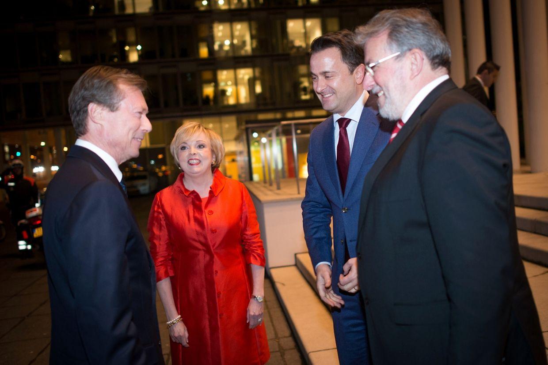 An der Jubiläumsfeier in der Philharmonie nahmen teil (v.l.n.r.): Großherzog Henri, Pascale Toussing (CES), Premierminister Xavier Bettel und Parlamentspräsident Mars Di Bartolomeo.