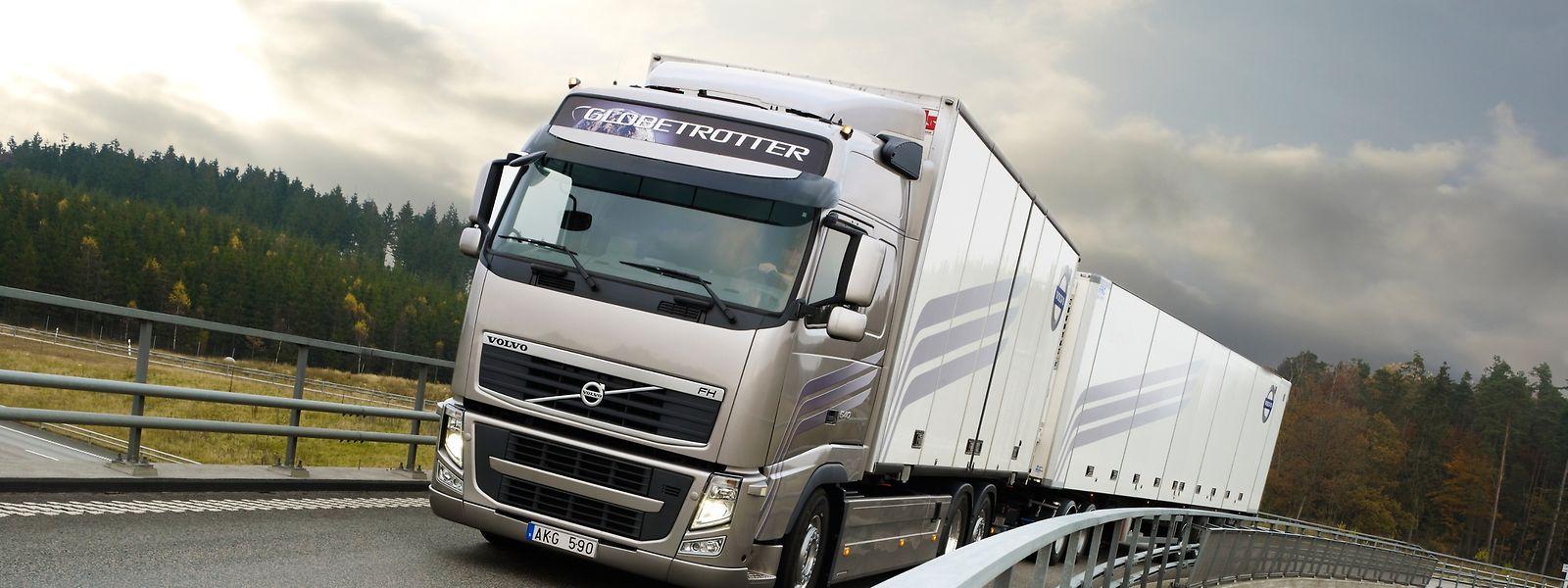 25 Meter lang statt 18,75: das spart Transportkosten und macht den Gütertransport über die Straßen billiger - bringt aber auch Probleme.
