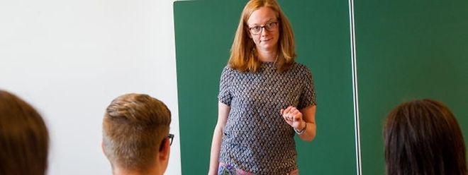 Cette classe propose un enseignement en langue française, elle est gratuite et permet aux élèves faibles en allemand de poursuivre leur scolarité à l'école publique.