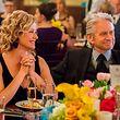 Mit schwarzem Humor gesegnet: Lisa (Nancy Travis) und Sandy Kominsky (Michael Douglas).