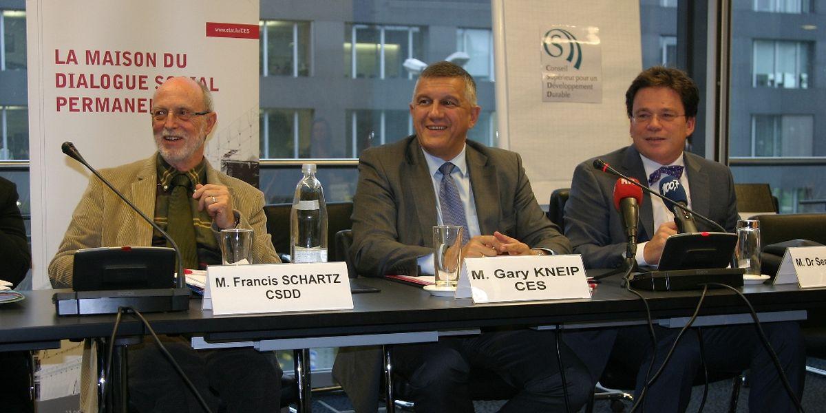 Francis Schartz, président du CSDD, Guy Kneip, président du Conseil économique et social, et Serge Allegrezza, président du groupe de travail des deux institutions qui ont développé le PIBien-être.