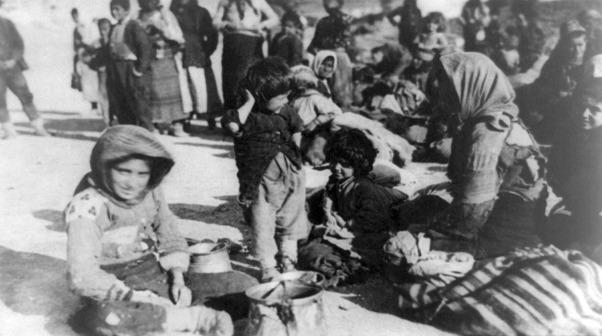 Ein Foto aus dem Jahr 1915: Hunderttausende Armenier wurden während des Ersten Weltkriegs auf Todesmärsche in die syrische Wüste geschickt.
