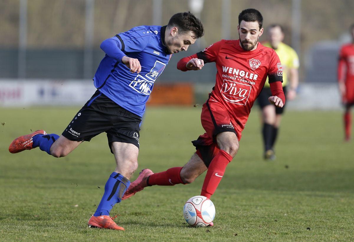 Käerjéngs Alexis Dutot (r.) gegen Rosports Florian Weirich.
