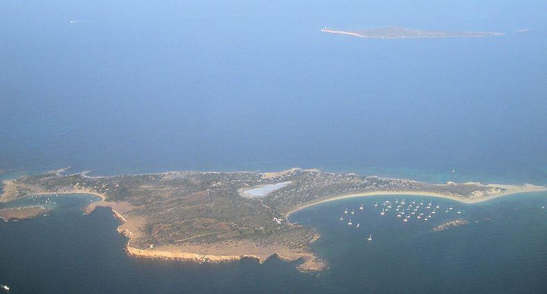 Die Bucht von Espalmador ist eine beliebte Anlaufstelle für Segelyachten.