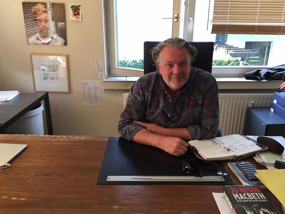 Le producteur Claude Waringo dans son bureau, dans les locaux de Samsa Film.