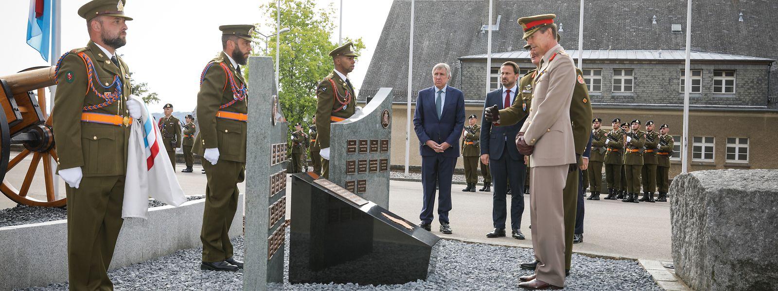 26 Namen stehen auf dem Denkmal, das ab nun an der Place du Souvenir der Caserne Grand-Duc Jean in Diekirch an die im Dienst getöteten Luxemburger Armeemitglieder erinnert.