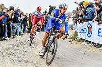 Philippe Gilbert (B/Deceuninck) und Nils Politt (D/Katusha) - Paris-Roubaix 2019 - Men Elite - Foto: Serge Waldbillig