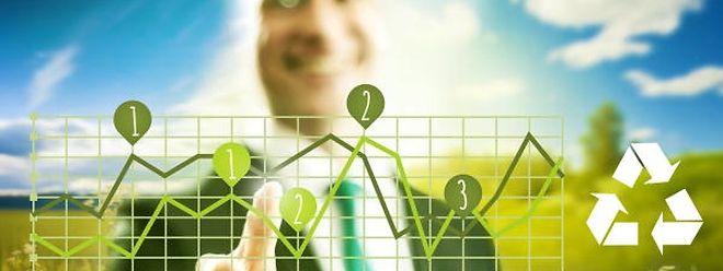 Im Vergleich zur linearen Wirtschaft hat die Kreislaufwirtschaft zahlreiche Vorteile. So ist man in der Lage die begrenzte Anzahl an Ressourcen kontinuierlich weiterzubenutzen.