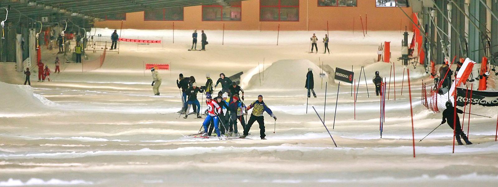 Le covid a mis à l'arrêt les 20 canons à neige nécessaires à la seule piste de ski indoor de France.