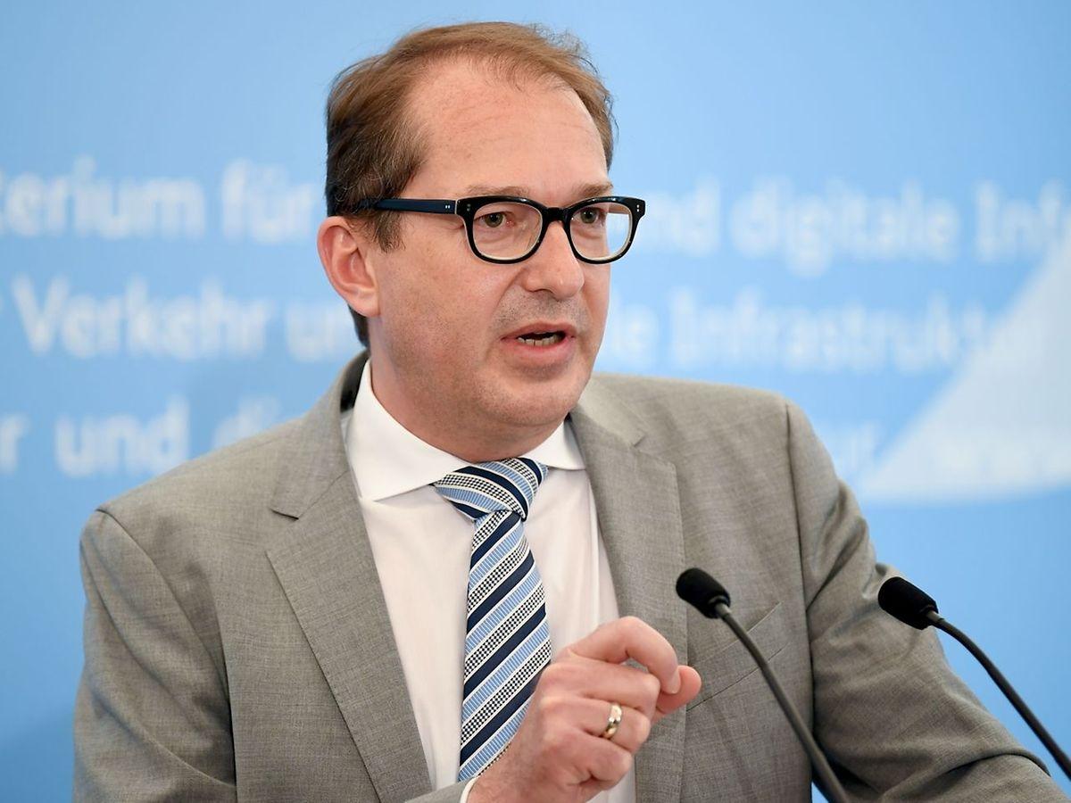 Alexander Dobrindt während einer Pressekonferenz im Transportministerium.