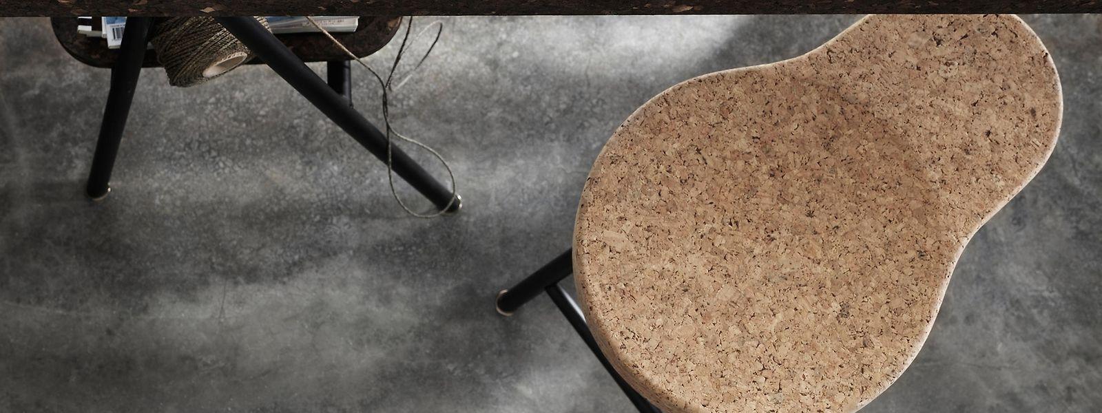 Designerin Ilse Crawford hat für Ikea eine Produktfamilie mit Korkmöbeln entworfen, dazu gehören Sitzmöbel und ein Tisch.