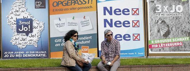 """Die Regierungsparteien sowie déi Lénk sagen """"Ja"""" zu allen drei Fragen, die CSV und die ADR stimmen dreimal mit """"Nein""""."""