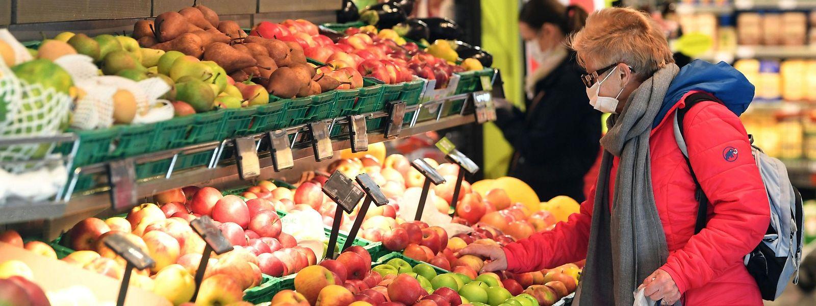 Der Mundschutz wird, zumindest in Supermärkten in Österreich, zur Normalität.
