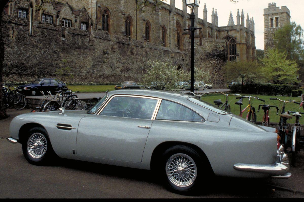 Der letzte originale James-Bond-Aston-Martin-DB5 wurde 2010 in London für 2,9 Millionen britische Pfund versteigert.