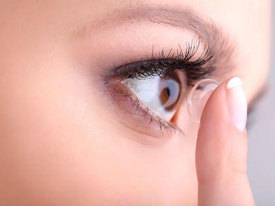 Einem Bericht der Saarbrücker Zeitung zufolge soll es um Geschäfte mit Kontaktlinsen gehen. Dies wurde von den Behörden weder dementiert noch bestätigt.