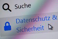 ARCHIV - 16.04.2018, Sieversdorf: ILLUSTRATION - Auf einer Internetseite ist ein Button zum «Datenschutz und Sicherheit» zu sehen (gestellte Aufnahme zum Thema: Datenschutz). Hessens Datenschutzbeauftragter Michael Ronellenfitsch stellt am 24. Juni in Wiesbaden seinen Jahresbericht 2018 vor. Eines der Themen dürfte die Reform des europäischen Datenschutzes sein, die sich auch auf Hessen auswirkt. Foto: Patrick Pleul/zb/dpa +++ dpa-Bildfunk +++