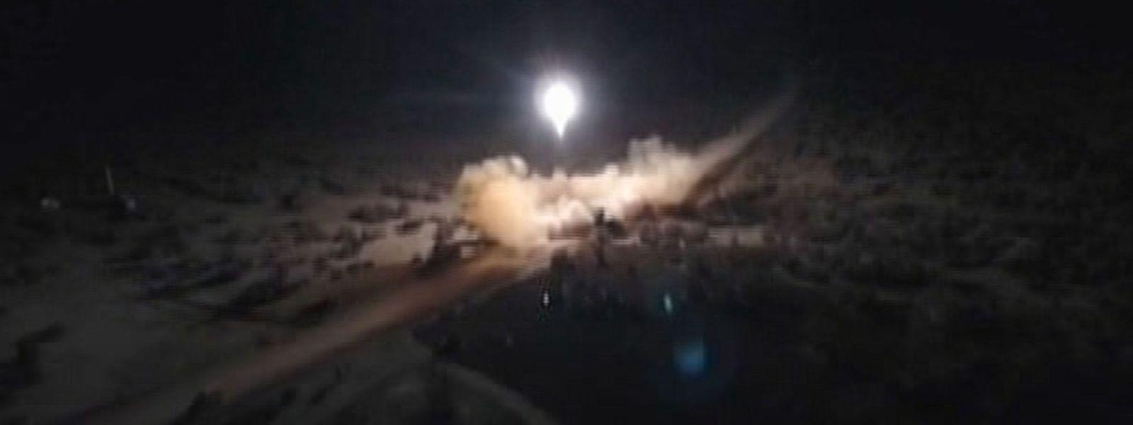 Die iranische Presseagentur verbreitete Bilder des Raketenangriffs.