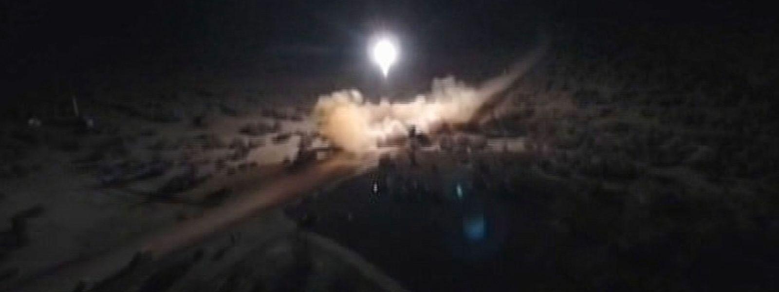 Der Iran veröffentlichte Bilder des Raketenabschusses.