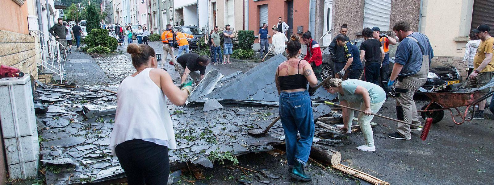 In Petingen sollen rund 100 Häuser beschädigt sein.