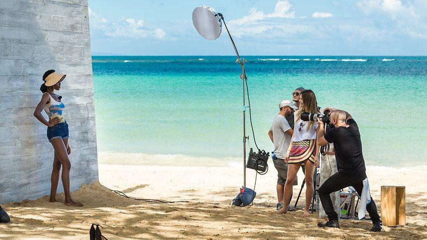 Die Kandidatinnen müssen sich bei extravaganten Fotoshootings beweisen. Die neue Staffel startet in der Karibik.