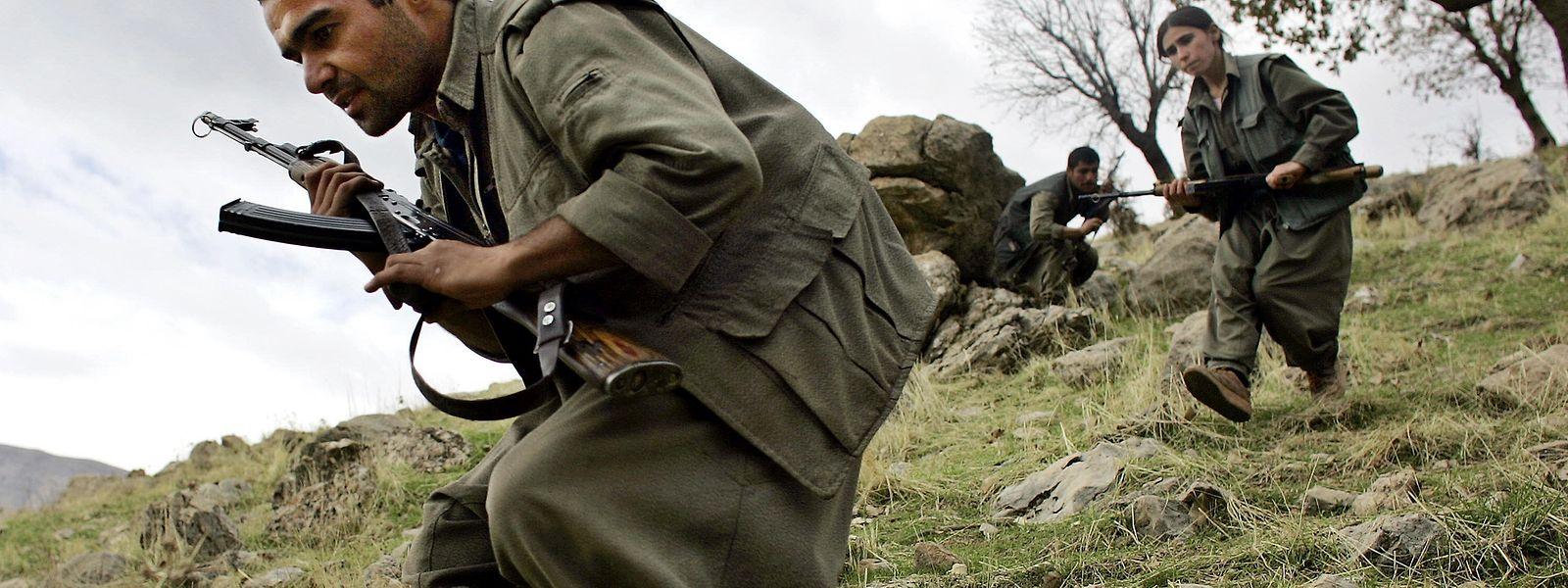 Kämpfer der kurdischen PKK beim Einsatz in den Bergen des Nordiraks.