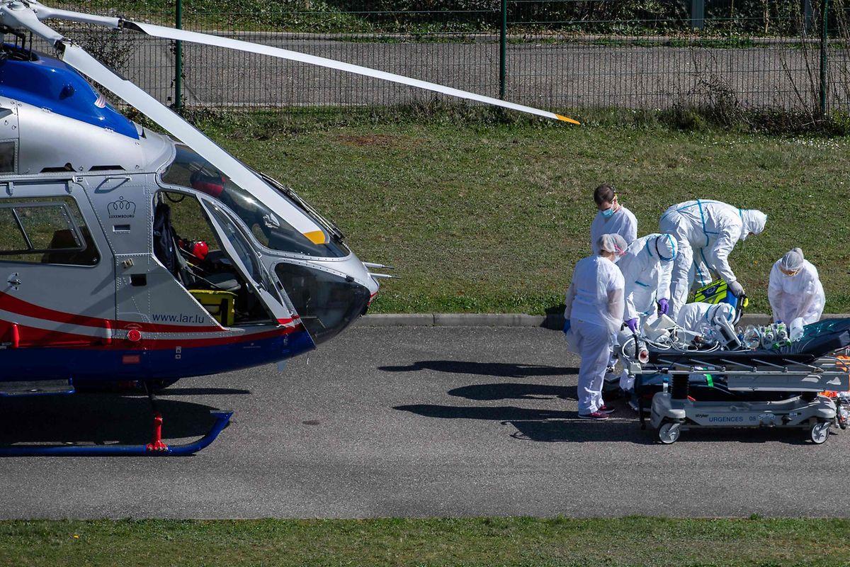 Um die Krankenhäuser vor Ort zu entlasten, wurden Patienten zum Teil nach Luxemburg ausgeflogen.