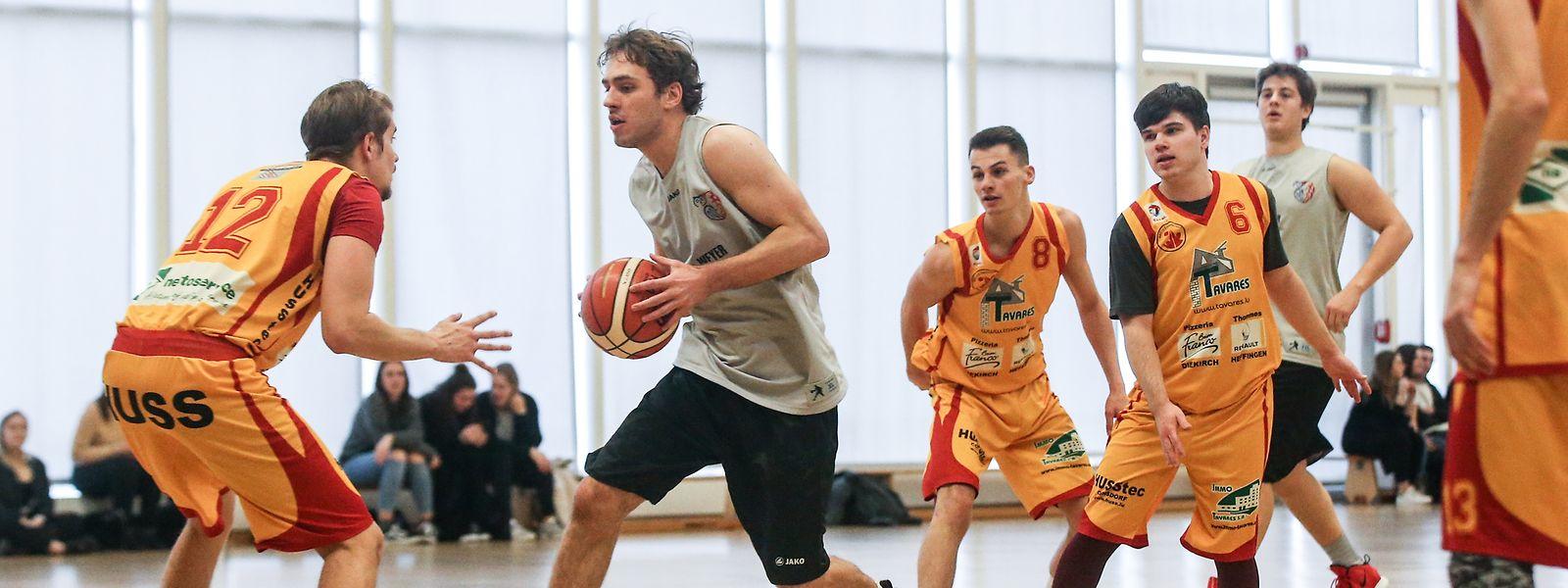 Die Trierer Basketballer (gelb) setzten sich auf dem Weg zum Titel auch gegen Saarbrücken durch.