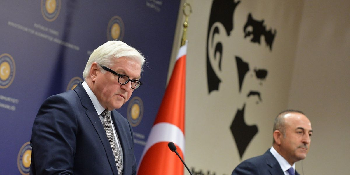 Der deutsche Außenminister Frank-Walter Steinmeier bei seinem türkischen Amtskollegen Mevlut Cavusoglu.