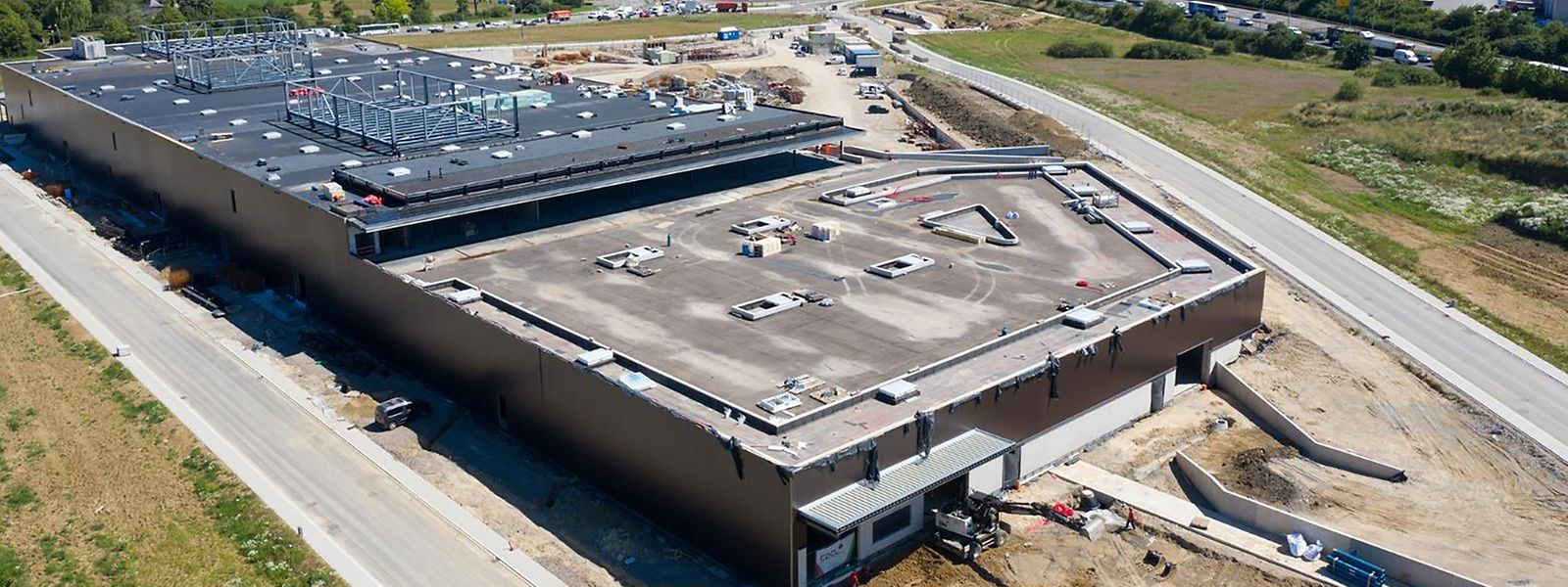 Die braunen Hallen, die derzeit zwischen Schifflingen und Foetz entstehen, werden unter anderem einen größeren Baumarkt beherbergen.
