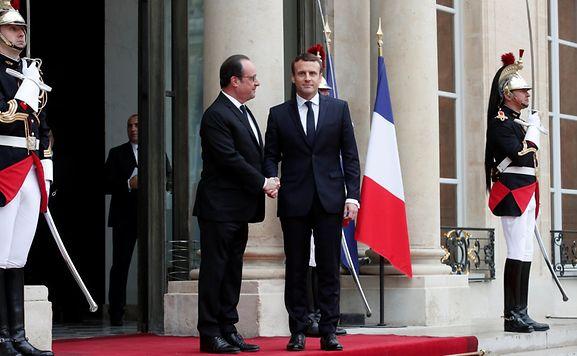 Macron zur Amtsübergabe im Élyséepalast