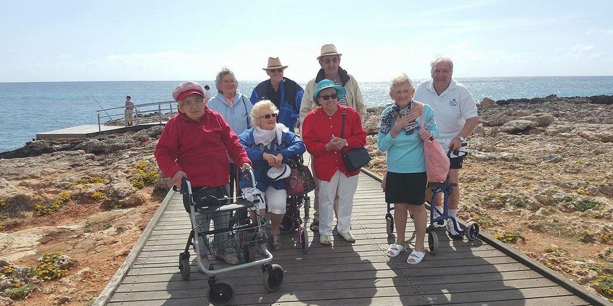Aktiv sein trotz Pflegebedürftigkeit: Die Reisegruppe von Help auf Palma de Mallorca.