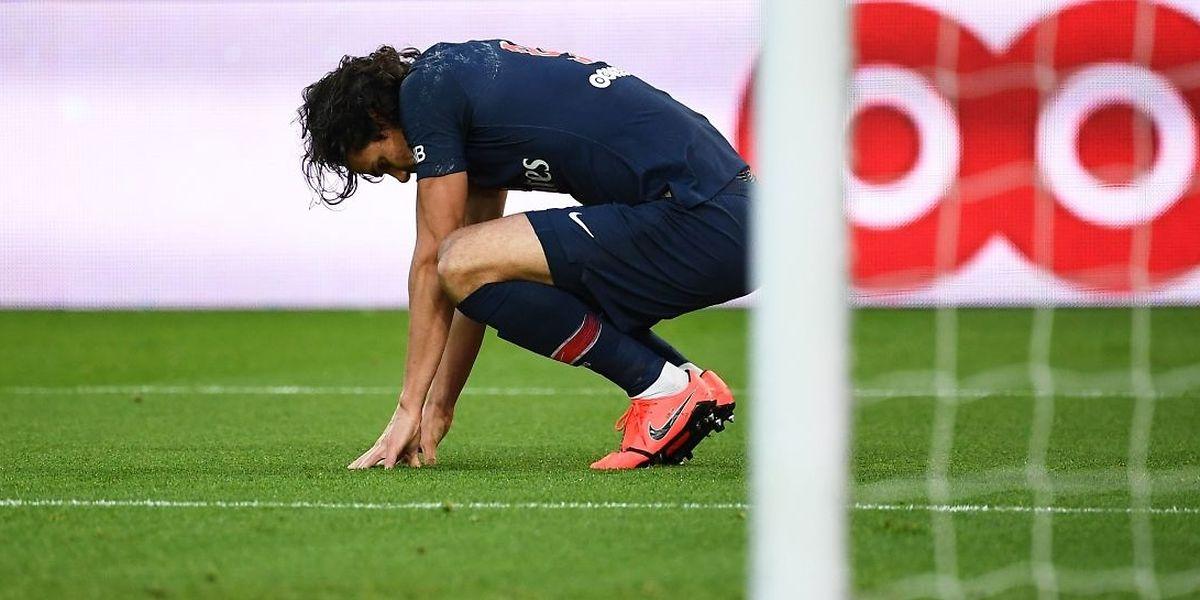 Après le forfait de Neymar, le PSG va devoir se passer des services d'Edinson Cavani. Une sacrée tuile pour le club parisien.