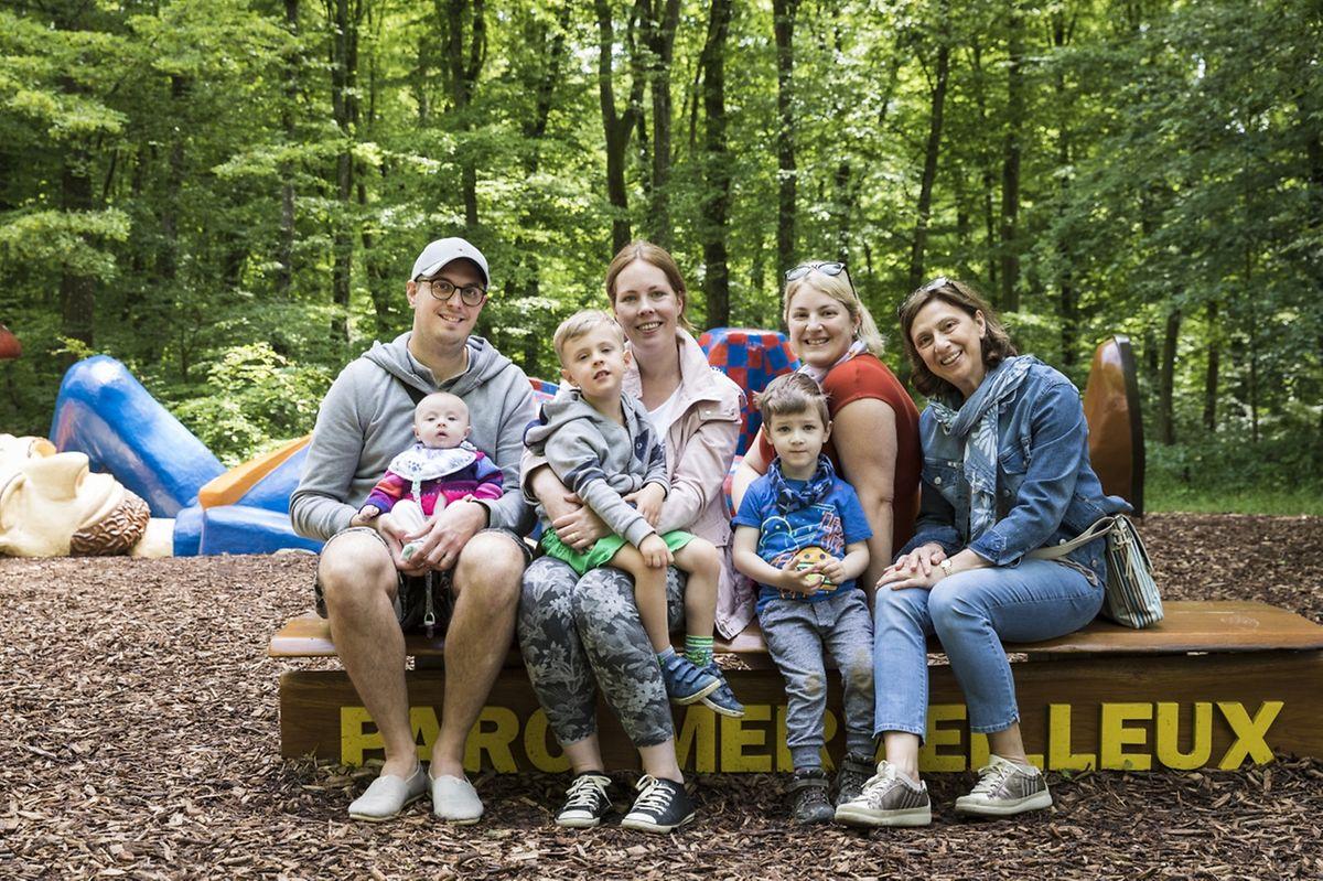 (de g. à dr.) David Lemmer et sa fille Chloé, Phil et Stéphanie Lemmer, Max et Laura Alves-Lemmer et Bomi Rosa: la famille luxembourgeoise choisie pour fêter ce bel anniversaire