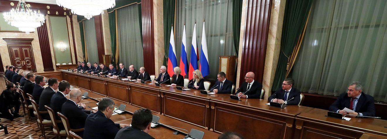 Russian President Vladimir Putin and Prime Minister Mikhail Mishustin meet with members of the new government in Moscow on January 21, 2020. (Photo by Yekaterina SHTUKINA / SPUTNIK / AFP)