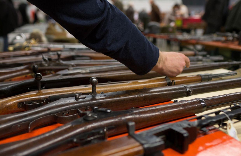 Les attentats de Bruxelles ont plombé l'ambiance de la bourse aux armes de collection à Arlon.