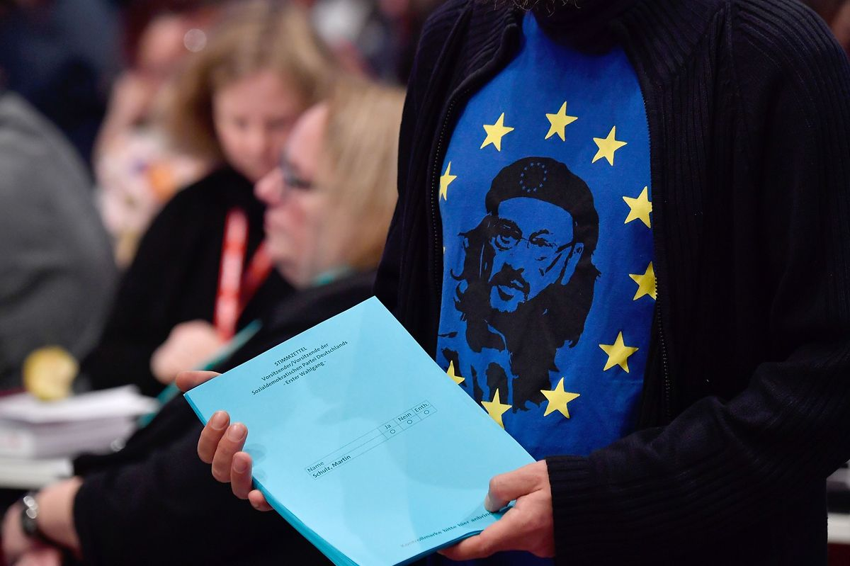 A man wears a shirt with SPD leader Martin Schulz as Che Guevara on it as he prepares to distribute ballots for the vote of Germany's social democrat SPD party's leader on December 7. (AFP)
