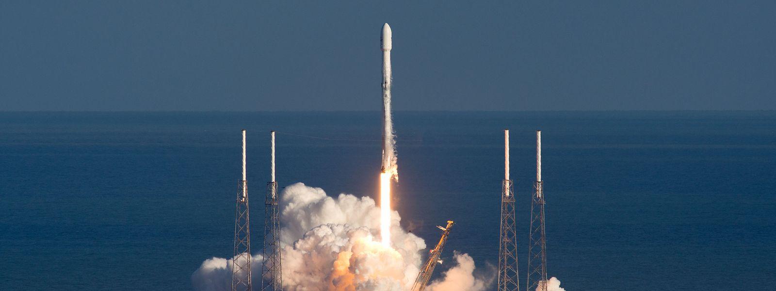 Début 2018, un premier satellite militaire avait été mis sur orbite par la fusée Falcon 9 de la société SpaceX.