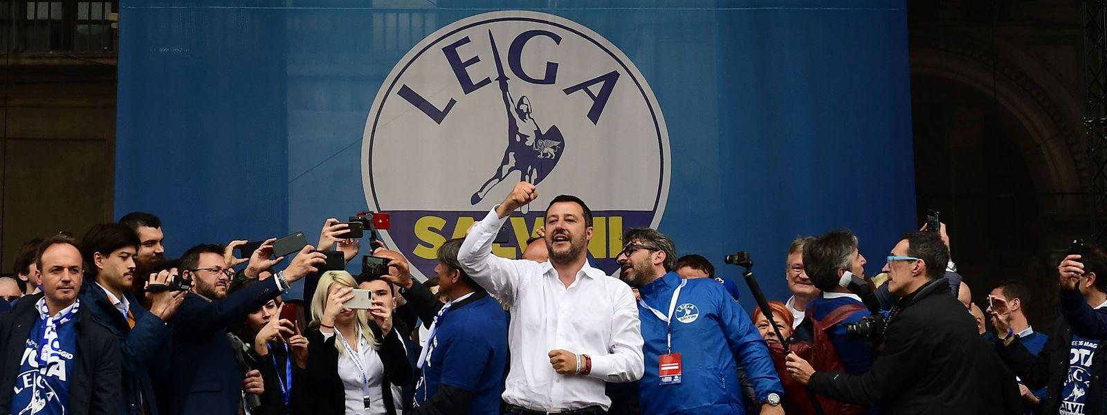 Avec 36 à 38% des intentions de vote, Matteo Salvini entend faire tomber le gouvernement et provoquer de nouvelles élections à l'automne.