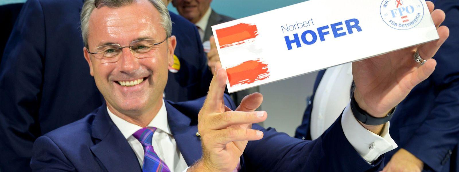Norbert Hofer übernimmt den Vorsitz von Heinz-Christian Strache.