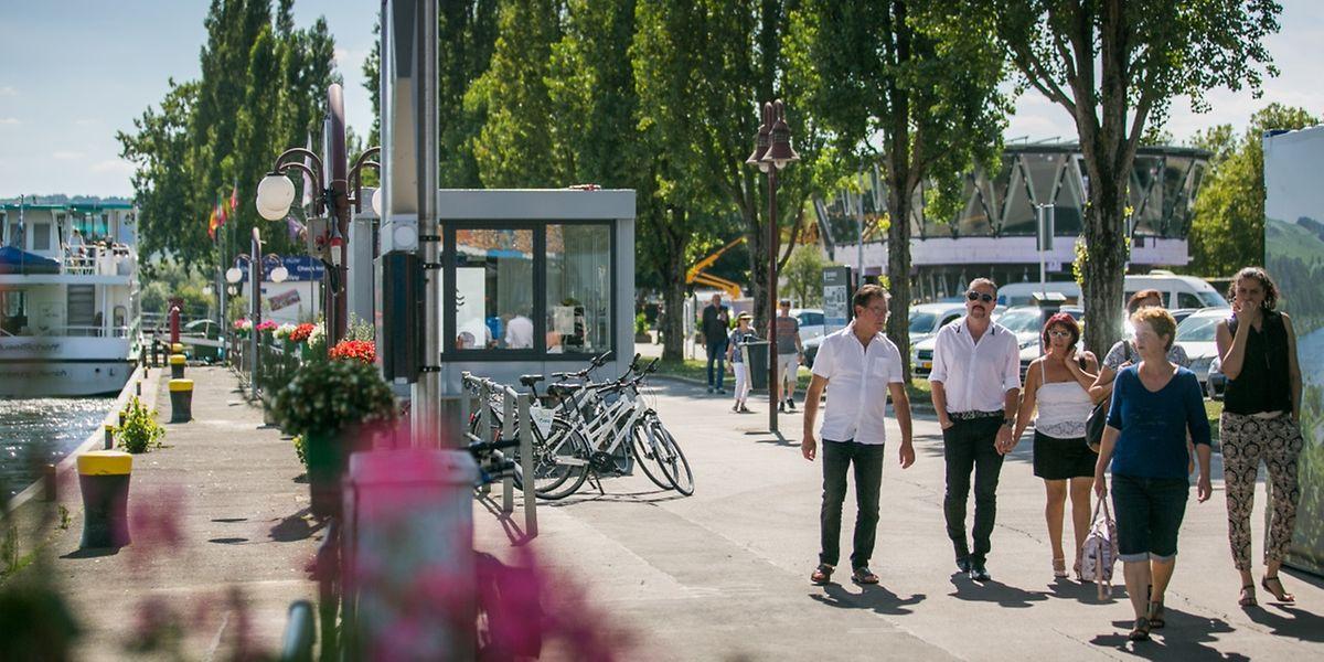 """Die Esplanade zieht Besucher aus nah und fern an. Das Touristenzentrum """"Gare routière"""" (hinten rechts) ist der ganze Stolz von Bürgermeister Henri Kox."""