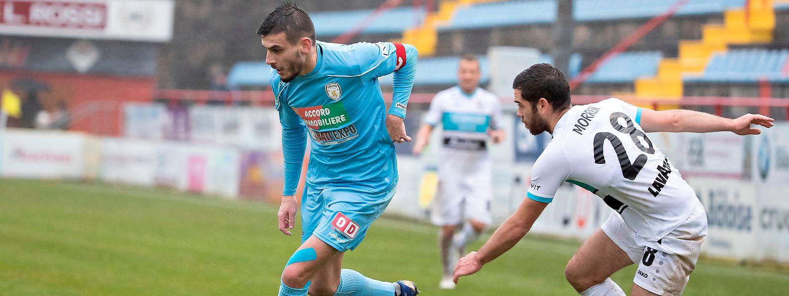 Artur Abreu (en bleu) et l'Union Titus Pétange jouent gros dimanche contre le Fola