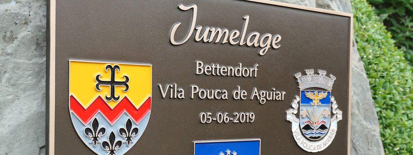 A placa que assinala a geminação de Bettendorf com Vila Pouca de Aguiar.