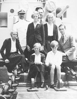 Prince Félix with the Grand Ducal children en route by sea to the US